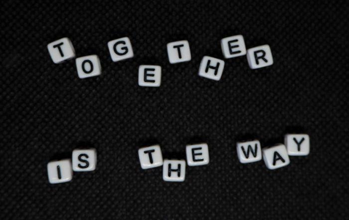 Würfe mit Buchstaben - together is the way