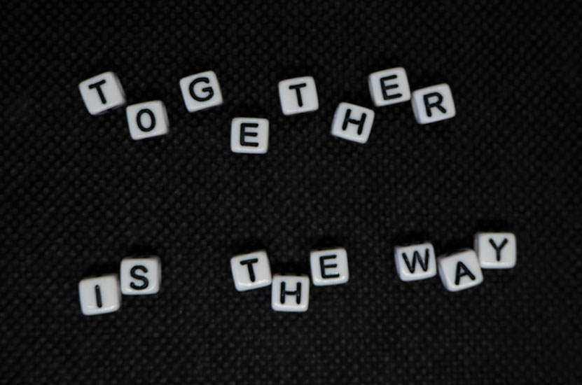 Würfe mit Buchstaben - together is the way